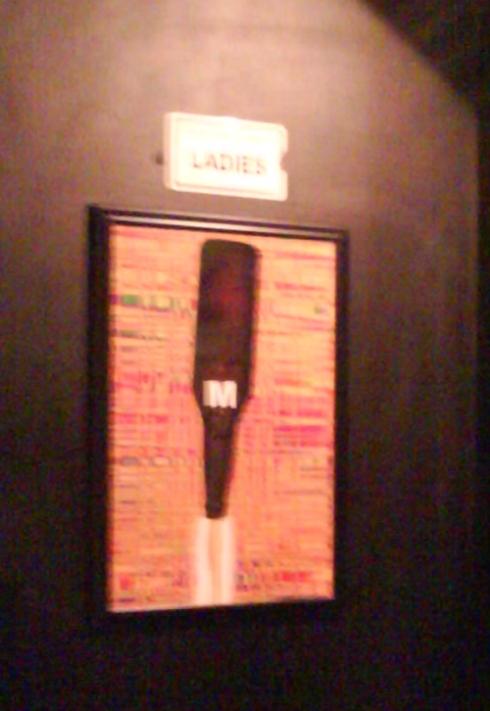 Entrada do banheiro feminino